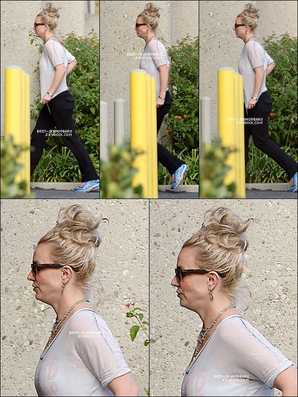 . Britney a été vue arrivant dans un studio d'enregistrement à Calabasas, le 29 novembre. .