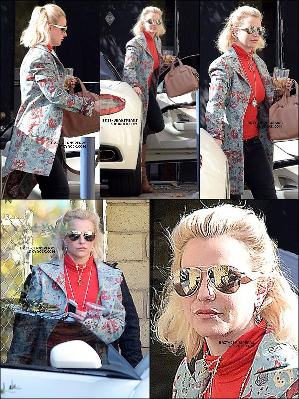 . Britney a été vue devant un studio d'enregistrement à Calabasas, le 01 décembre. .