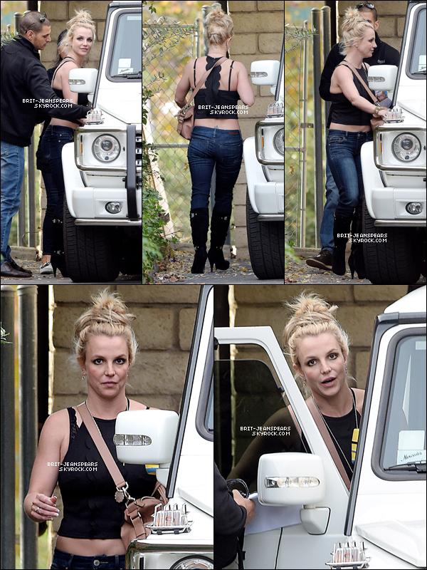 . Britney a été repérée quittant un studio d'enregistrement à Calabasas, le 03 décembre. .