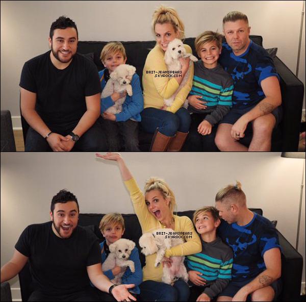 . Britney et toute sa famille vous souhaitent de bonnes vacances sur Twitter. .