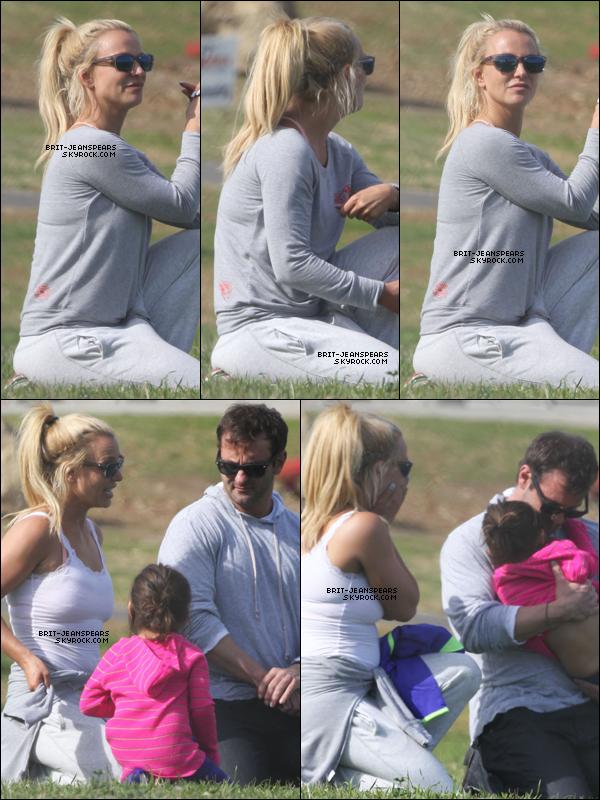 . Britney, Bryan et Lexie se détendaient dans un parc à Thousand Oaks, le 23 janvier. .