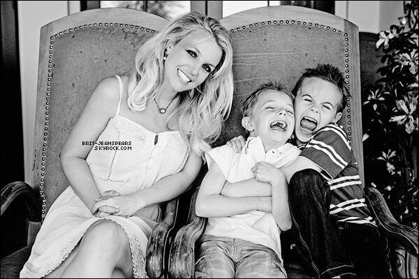 ". Nouvelle photo de Britney, Sean et Jayden, issue du shoot pour ""Britney Jean"". ."