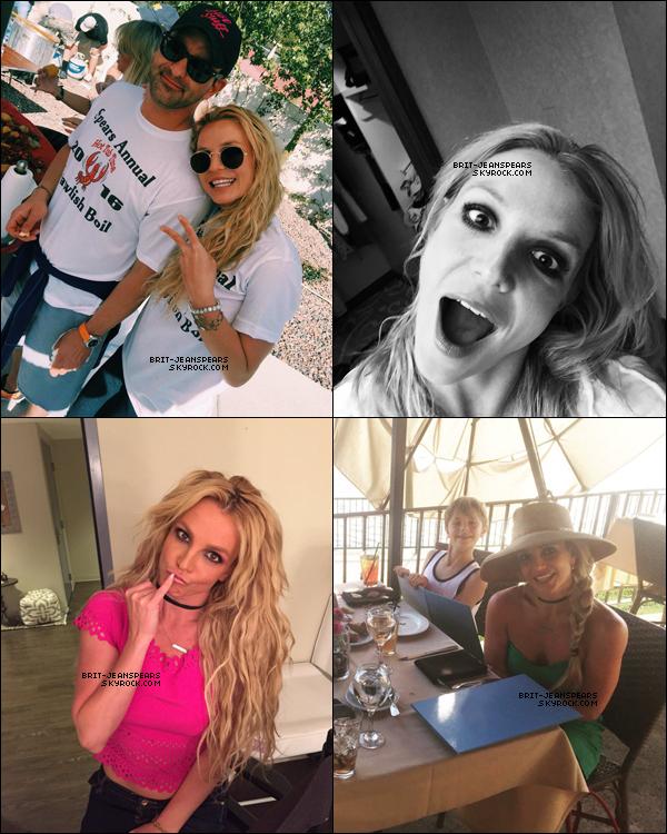 . Nouvelles photos de notre Britney postées par la belle sur son compte Twitter. .