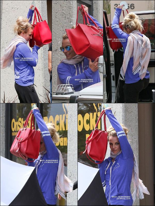 . Britney a été vue arrivant et quittant un studio de danse à Thousand Oaks, le 04 mai. .