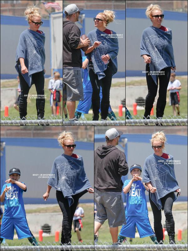 . Brit' et Kevin ont été vus au match de football de leurs fils à Thousand Oaks, le 14 mai. .