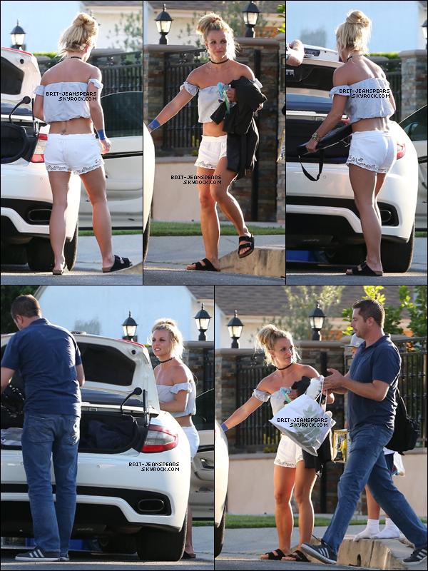 . Britney a été vue quittant un quartier résidentiel à Los Angeles, le 13 août. .