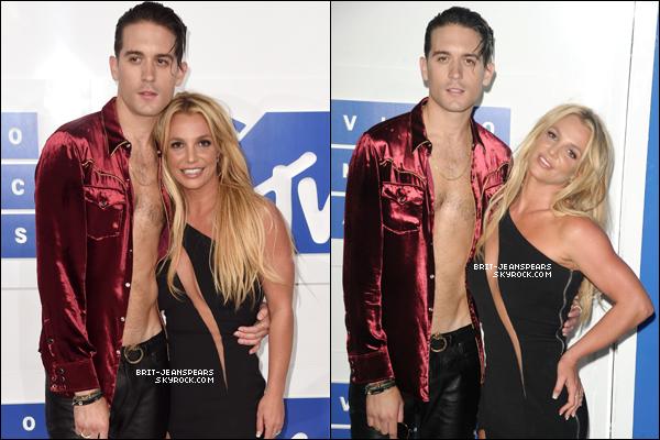 """. Brit' était présente à la cérémonie des """"MTV Video Music Awards"""" à NY, le 28 août. ."""