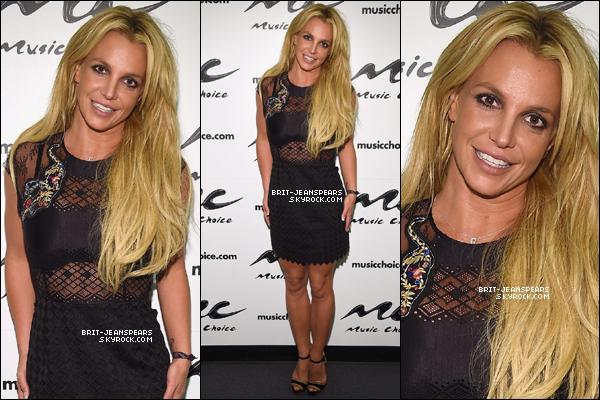 . Britney a été repérée achetant une glace avant de se promener dans NY, le 29 août. .