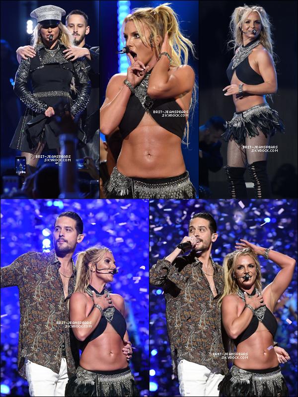 """. Découvrez l'incroyable performance de Britney au """"iHeartRadio Music Festival"""". ."""