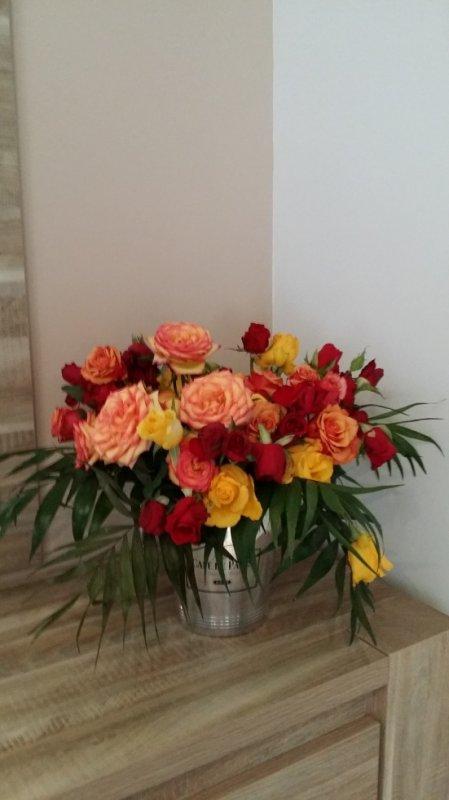 le jour de mon anniversaire ma salle a manger cette un jardin de fleurs