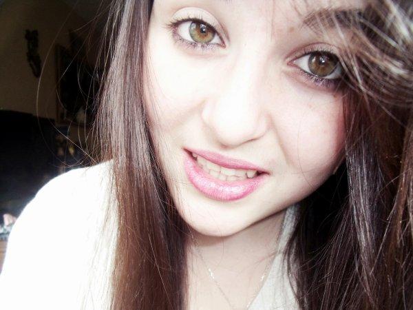 Barbara  ܤ :    ► Ris, tout le monde rira avec toi. Pleure, tu seras le seul à pleurer. ♥  ◄