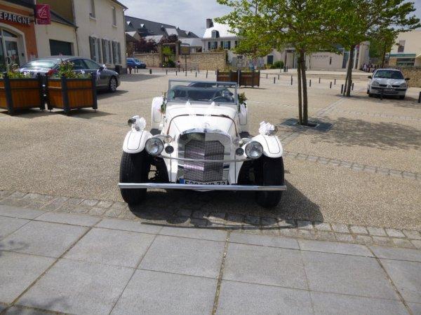 Photo de la voiture de mariage