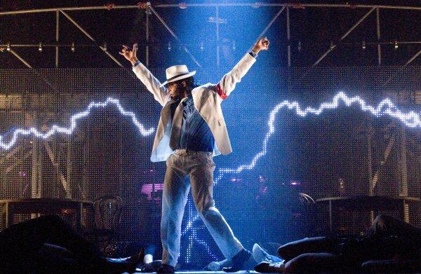 """Deux flashmob sur Paris pour """"Thriller Live""""..."""