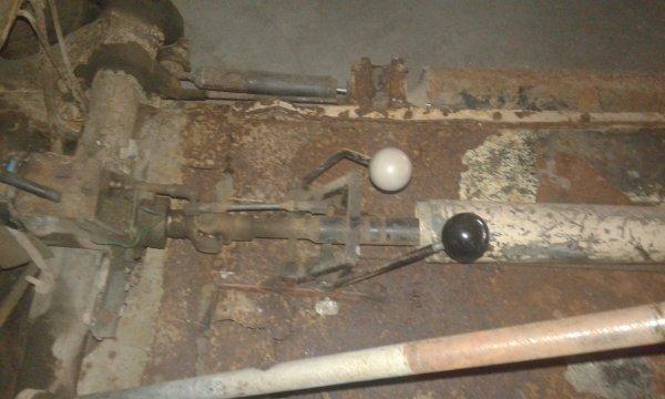 Atelier mécanique au musée de la 2cv !