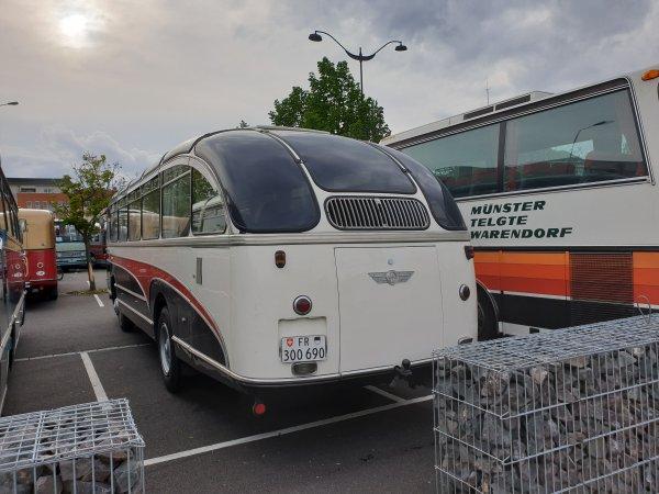 la suite des photos de l'expo des autocars anciens