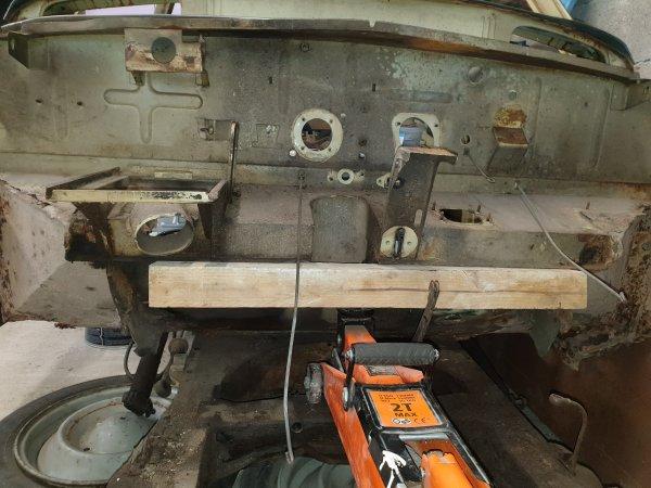 Préparation pour changer la partie basse du plancher pédale