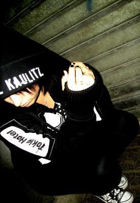 Un jour Tokio Hotel viendra            faux pas réver ma belle                        ='(    C'est moi qui va venir a Tokio Hotel =D  Et je suis venu a eux le 14 avril 2010