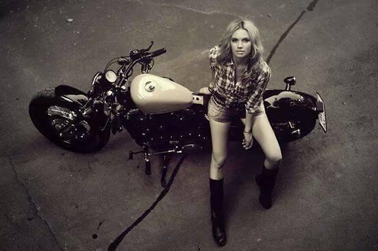 un Bon Dimanche mes ami(es) motards ou ^pas '