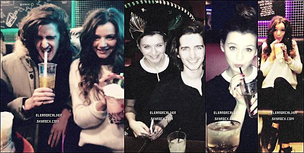 .Découvrez diverses photos d'Eleanor avec des amis, qui sont de date inconnue.