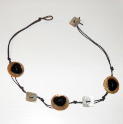 Collier Caramel & Coeur noir :