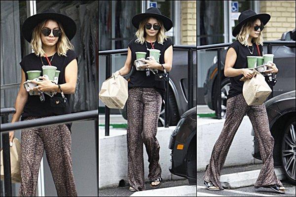 . 03.08.2014 - Vanney allant chercher des cafés dans Studio City .