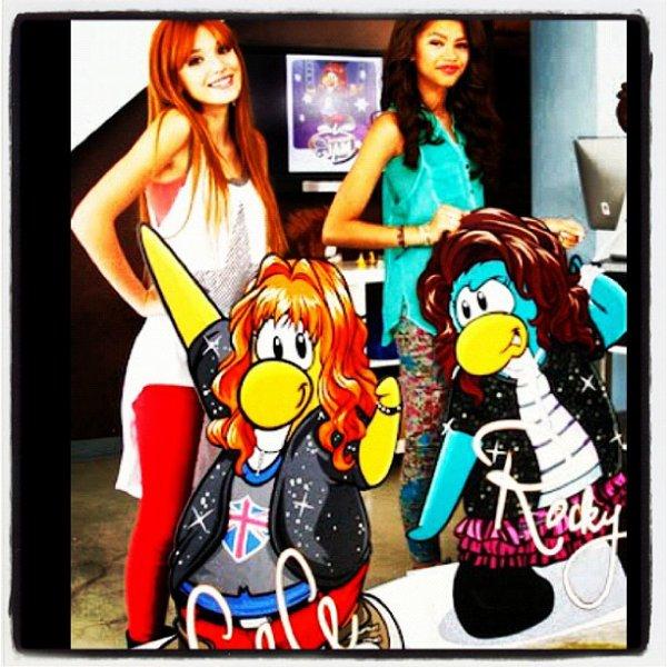 Bella et Zendaya avec leurs avatars en pingouins + l'interview pour BOP magazine.