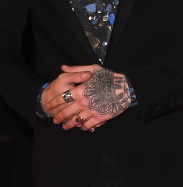 Tatouage à la main de Zayn (son dernier tatouage)