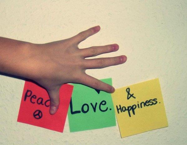 Paix , Amour , bonheur .