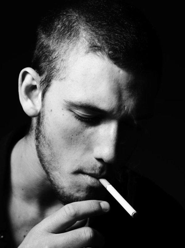 La cigarette, c'est le type parfait du plaisir parfait : c'est délicieux et cela laisse insatisfait.