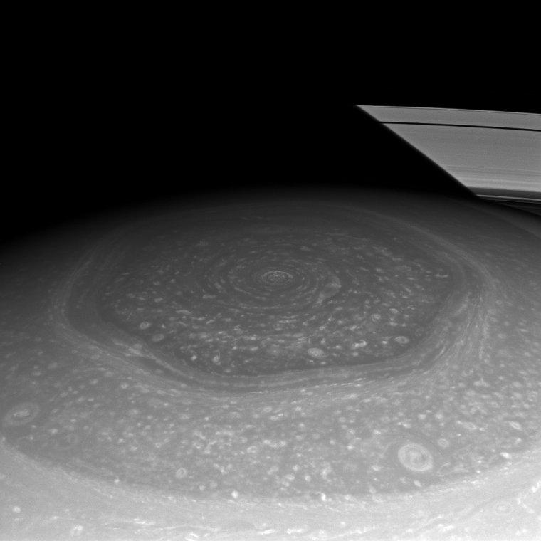 Hexagone au pôle Nord de Saturne