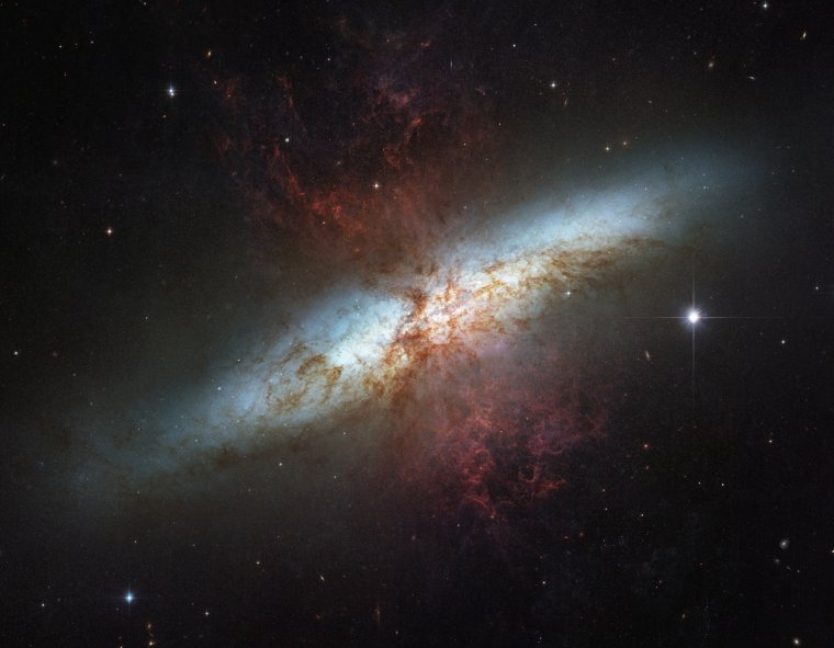 M82 = NGC 3034 = Galaxie du Cigare