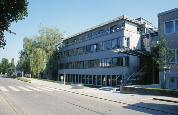 Institut Max-Planck de physique extraterrestre = Max-Planck-Institut für extraterrestrische Physik