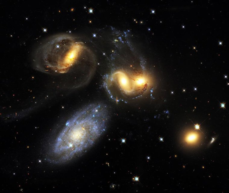 Quintette de Stephan  = Stephan's Quintet = NGC 7317, NGC 7318a, NGC 7318b, NGC 7319 et NGC 7320