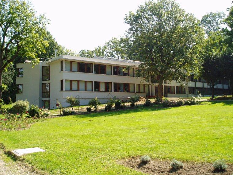 IHÉS = Institut des hautes études scientifiques