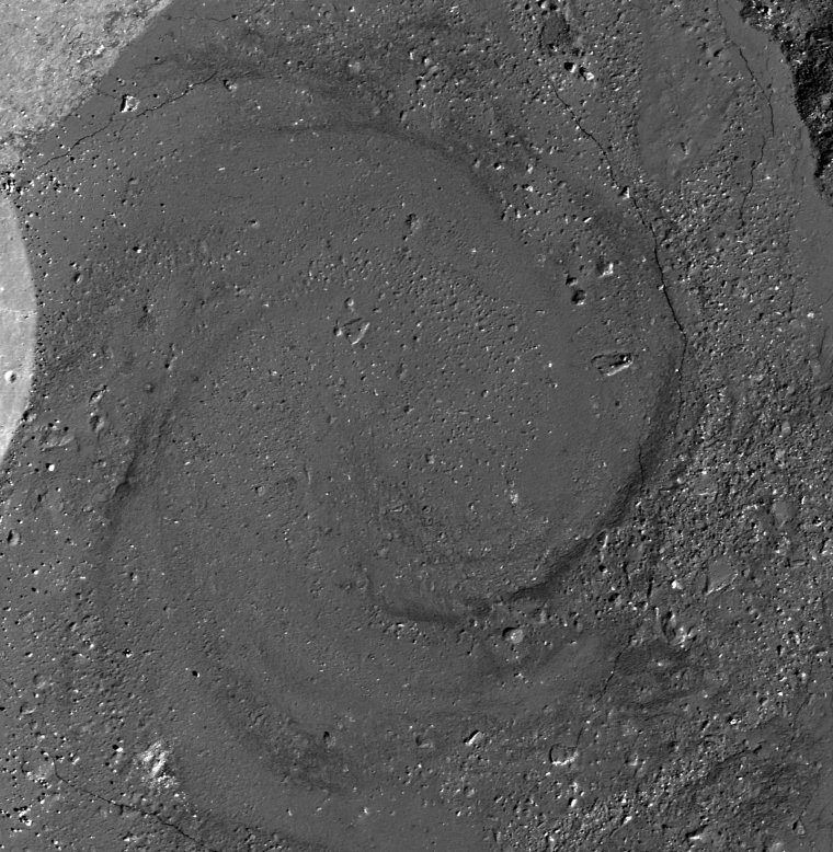 Spirale de lave dans le cratère de notre Lune