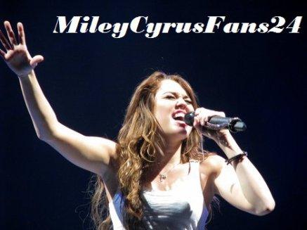 Miley é a 9º cantora com mais álbuns vendidos :)
