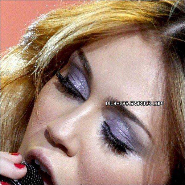 .   22 Janvier 2011 : FLASH BACK: Le 6 juin 2010, Miley s'est produite dans la belle capitale de l'Espagne; Madrid. Souvenez-vous, c'était le « Festival Rock In Rio ». Elle y a merveilleusement interpreté plusieurs chansons de tout albums confondus. Elle y a également interpreté « Fly On the Wall ». Malheureusement, sur la vidéo , à un moment, les Espagnols parlent. Mais bon. :)  Texte de moi, tu prends, tu crédites !.