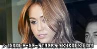 """.   25 Janvier 2011 : Notre Miley c'étais déjà faites pas mal couverte par la critique à la sortie de  « The Last Song » mais là, c'est la cerise sur le gâteau ! Miley s'est faites nominée aux Razzie Awards, c'est une espèce de cérémonie qui se moque des stars et qui donne des prix peu gratifiants aux nominés ! Cette année, Miley est nominée dans la catégorie """"Pire actrice"""". Elle affrontera Jennifer Aniston, les quatre actrices du film  « Sex & The City 2 », Megan Fox et Kristen Stewart, pour sa soit-disant mauvaise performance dans le dernier  « Twilight ». Alors, vous trouvez que cette récompense a raison d'être donnée ou pas du tout? Mon avis: alors là, vraiment pas ! Elle joue merveilleusement la comédie ! Texte de moi, inspiré du magazine Fan2. Tu prends, tu crédites et tu préviens ! Crédits photos: Asada Signing, 7th november 2010  ."""