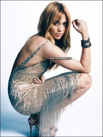 .  12 Mars 2011 : » Retrouvez une nouvelle photo de Miley du photoshoot réalisé pour Marie Claire. . » La semaine dernière, Miley faisait trembler tout les posts de télé dans l'émission « Saturday Night Live » qu'elle a présenté et dans laquelle elle a parodié de nombreux personnages publics. Si Lindsay Lohan serait d'après les rumeurs vexée par la parodie de Miley, la chanteuse Fergie des Black Eyed Peas en revanche a adoré voir Miley dans son rôle ! Voici ce qu'elle a déclaré au site RumorFix.com il y a peu : « J'ai adoré sa parodie ! Je l'ai trouvée très drôle, évidement pour Apl.de.ap et Taboo ce n'est pas très cool, mais Miley a fait du bon boulot, elle était très drôle et elle a très bien chanté ! J'adore Miley. »    . » Toujours là pour les personnes dans le besoin, Miley a posté hier 11 mars sur son compte Facebook officiel un message de soutien aux Japonais, qui ont été touché pas un fort tremblement de terre et tsunami le 11 mars dernier, vous avez sûrement dû en entendre parler aux infos. Retrouvez ce messsage ci-dessous.  ↓  « Tout mon c½ur est avec les personnes qui ont été touchées par le tremblement de terre au Japon et par les tsunamis qui se sont produit sur les côtes du Pacifique. Ceux qui souhaitent leur venir en aide, envoyez par SMS REDCROSS au 90999 pour faire don de $10. »  Lien : http://american.redcross.org/site/PageServer?pagename=ntld_main&s_src=F8HWA002.