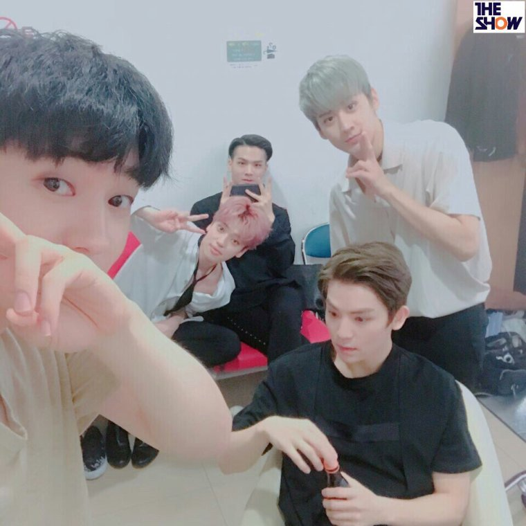 TEEN TOP SUR AIR- trois repas par jour de Teen Top (feat. Side Buldal)+170428 TEEN TOP (틴탑) arriving at Music Bank @Kpopmap