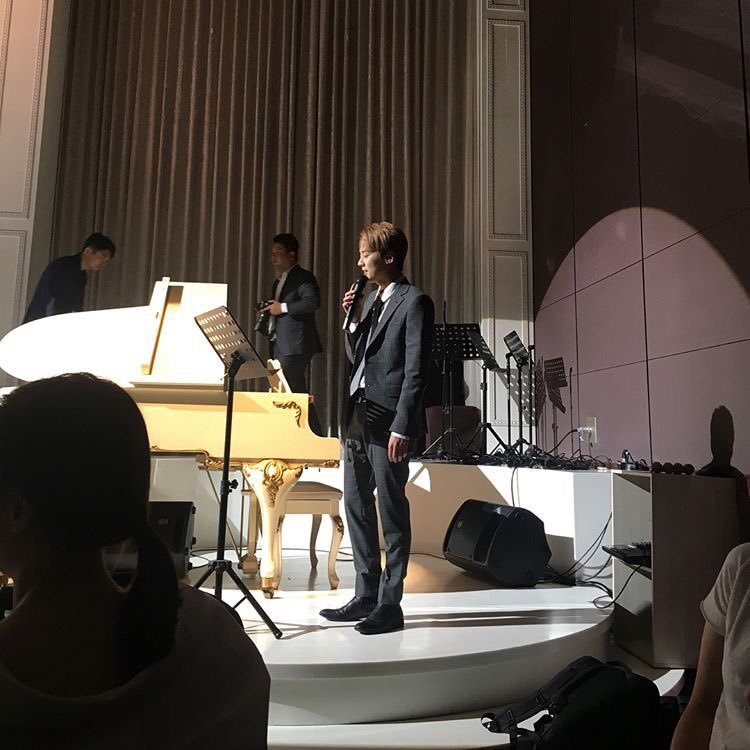 110617 # Chunji chanter au mariage , nous avons assisté avec d' autres membres. ♔ .