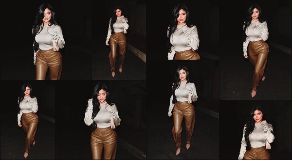 - -► 11/12/19-' : Ky' Jenner a été photographiée par les paparazzis alors qu'elle déambulait dans les rues de Beverly Hills !    Petite sortie improvisée pour la jeune américaine. Concernant sa tenue, je ne suis pas forcément fan de son pantalon mais le rendu est plutôt bien. Avis ? -