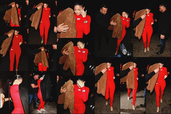 - -► 12/02/20-' : Kylie J. en combinaison rouge, est allée dîner dans le célèbre restaurant « Nice Guy » à West Hollywood.    Apparition remarquée pour Ky Jenner ! C'est vrai qu'il est difficile de passer inaperçue en combinaison rouge moulante. Quel est votre avis sur la tenue ? -