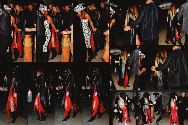 - -► 05/03/20-' : Miss Kylie Jenner a été vue se rendant à une soirée qui avait lieu à Santa Monica, sur le thème western.    La californienne tentait de se cacher alors que les paparazzis l'attendaient de pied ferme. On peut dire que la brunette a respecté le dress code - non ?!! -