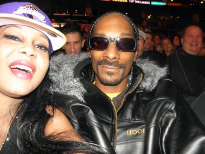Emmanuelle au match des lakers avec Snoop dogg