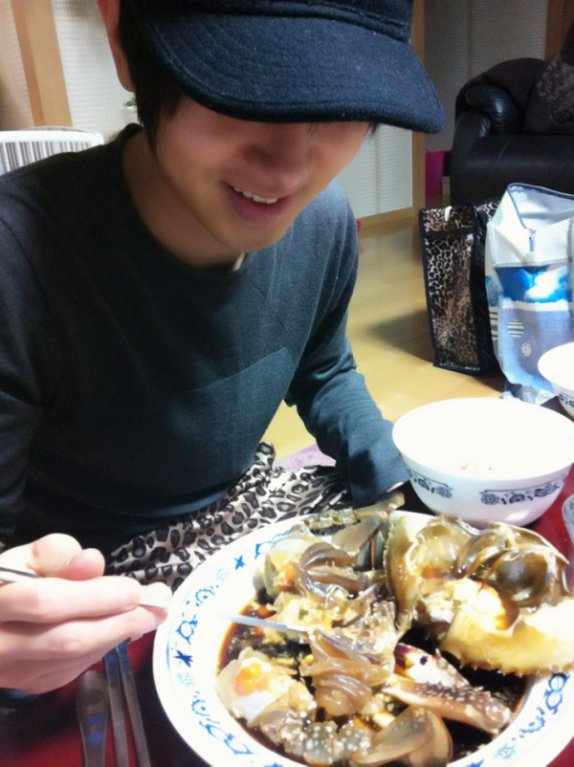 Profitez de manger votre crabe mariné yesung Oppa ^-^... et bonne appétit^^