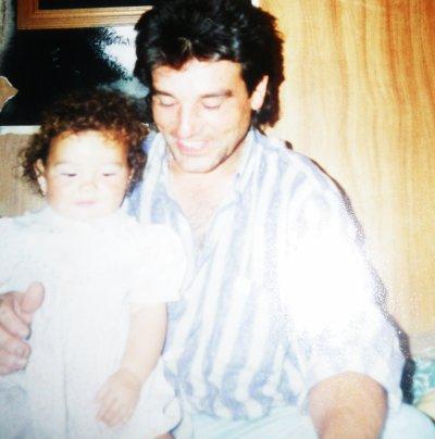 PAPA xlL' . On peux pas être amoureuse de papa , Maman as déjà essayer ;P <3'  !! Man bonheur au quotidien , Mon oxygène , Je t'aime Papounet ;)