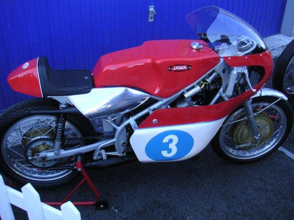 La 350 Jawa 4 de GP .