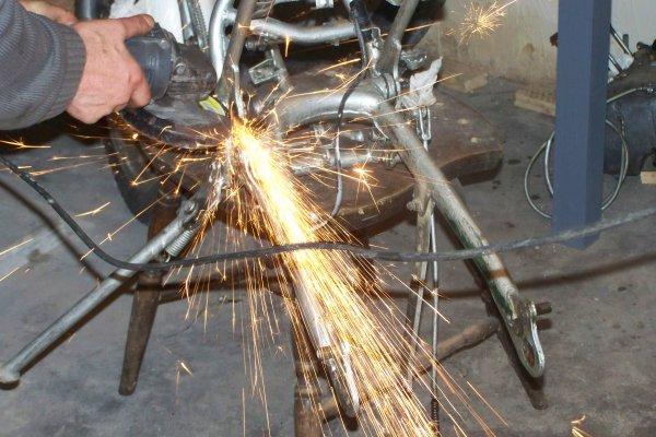 Restauration TY 125 , démontage de la partie cycle :  Galéres .