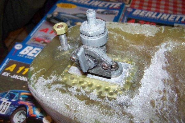 Scellement embase robinet et fixation arriére .